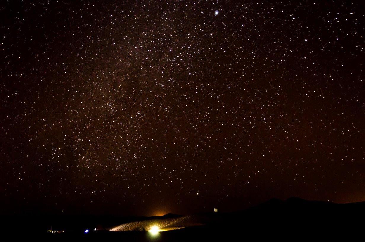 Obloha a hvězdy v Maroku Sahara